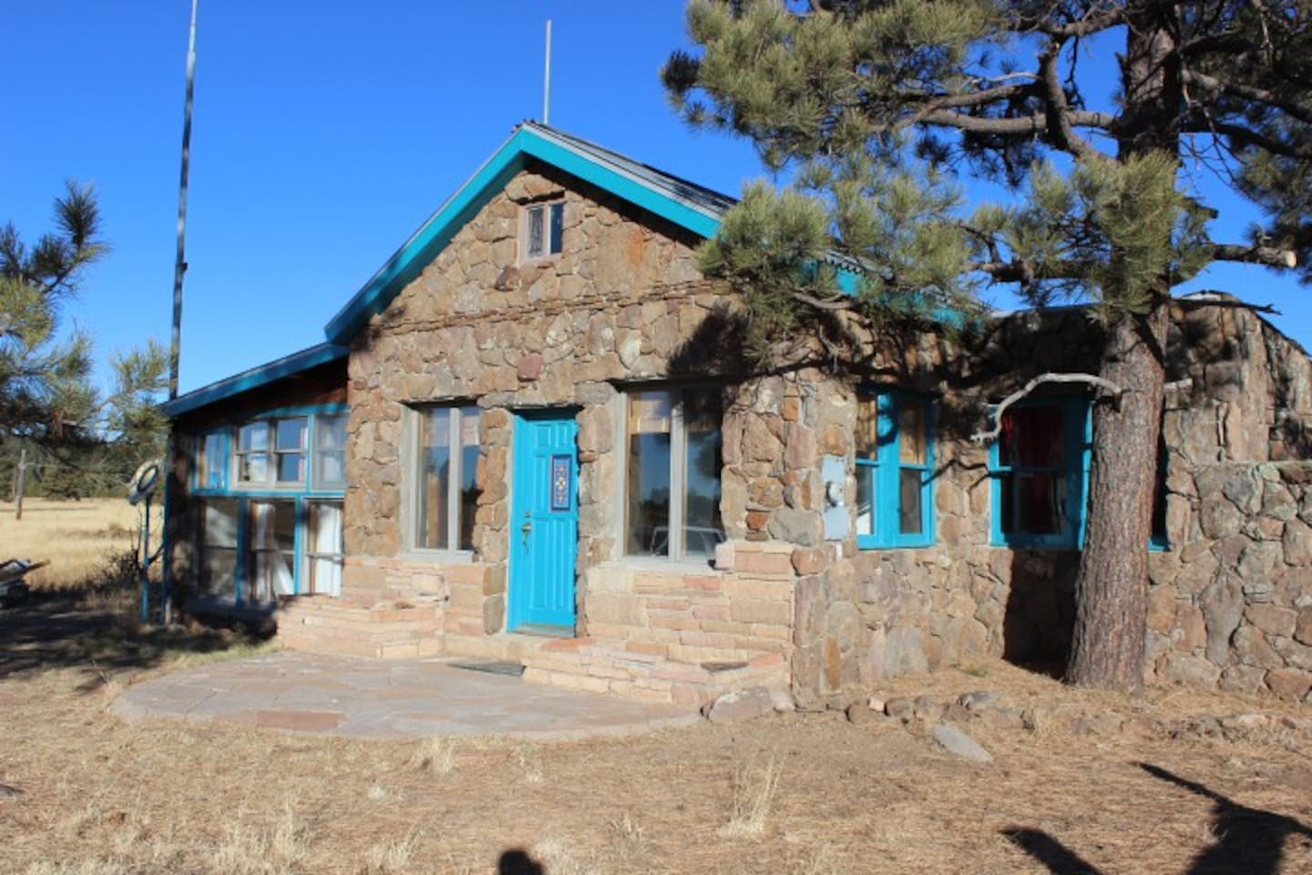 Beautiful 1935 house that sits on historic route 66. Enjoy the sunny rooms, quiet setting, and comfortable rooms.