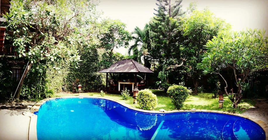 2 separate rooms in a villa with swimming pool - Denpasar - Casa
