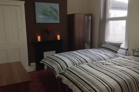 6 Bed Serviced Accommodation House that sleeps 10 - Southend-on-Sea - Talo