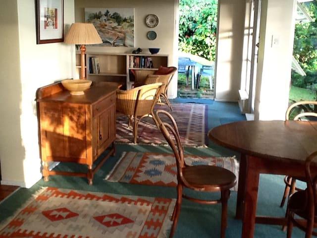 Tranquil garden cottage in Central Westville - Westville - Bungalo