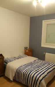 Chambre avec salle de bain chez particulier - Saint-Maurice-de-Gourdans - Rumah