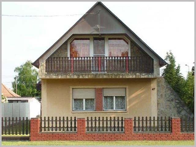 Huge, Comfy Single Family Home, Discover Hungary! - Hatvan - Casa