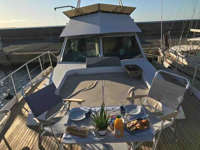 Paniol Yacht Jacuzzi terrasse king size bed-room✈️