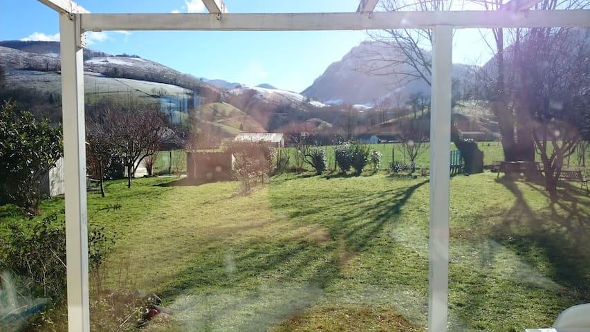 Coquette maison, pied des montagnes,sports d'hiver - Arette