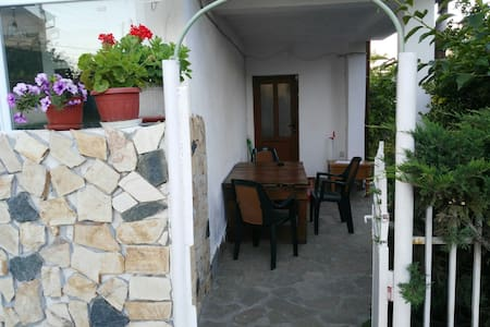 Cosy apartment in quiet place ,near to the sea!
