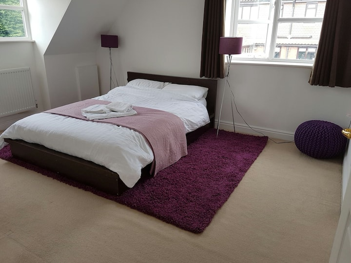 Stylish Double room with en-suite bathroom. Lovely