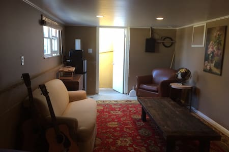 Downtown SLO private room w/views of Madonna Mtn. - San Luis Obispo - House