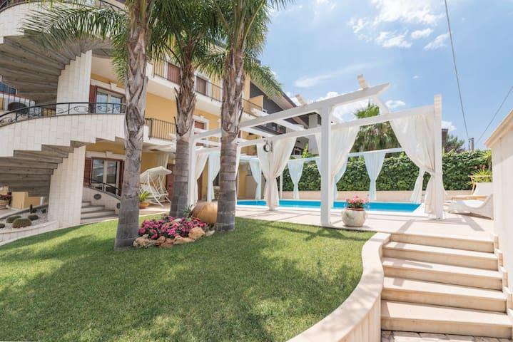 Monolocale in villa con piscina e idromassaggio - Palazzolo - Leilighet