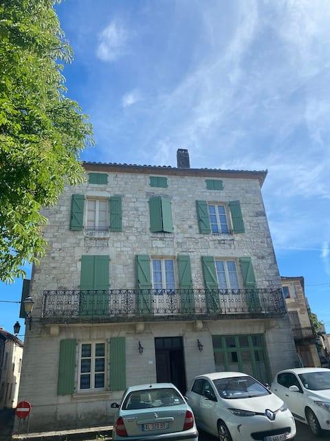 Maison La Belle Escale dans village médiéval