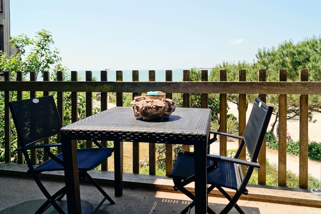 appartement 35m avec balcon et vue sur mer appartementen te huur in la rochelle nouvelle. Black Bedroom Furniture Sets. Home Design Ideas