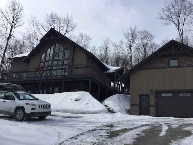 Luxurious country house with spa and gym - Sainte-Anne-des-Lacs - House