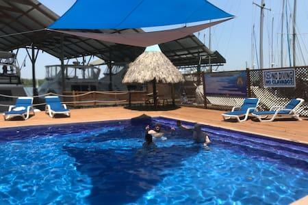 Living The Dream, Apt in Mar Marine Yatch Club