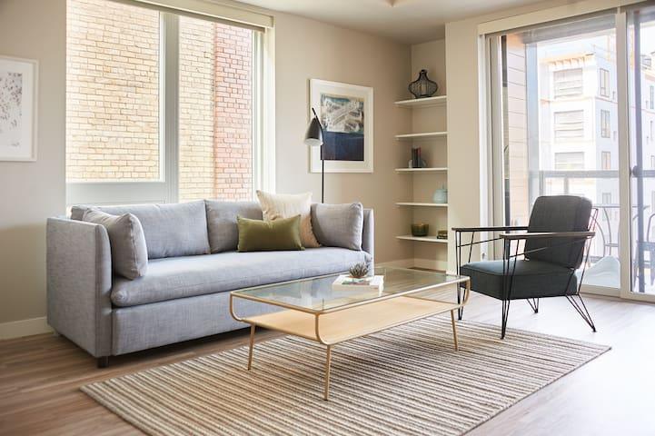 Sonder | East End | Stunning 2BR + Balcony