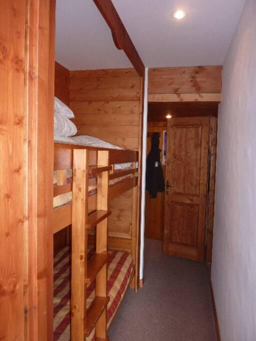 Couloir: 2 lits superposés