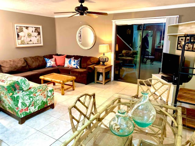 WORK FROM HOME BEACH TOWNHOUSE Family Pet Friendly