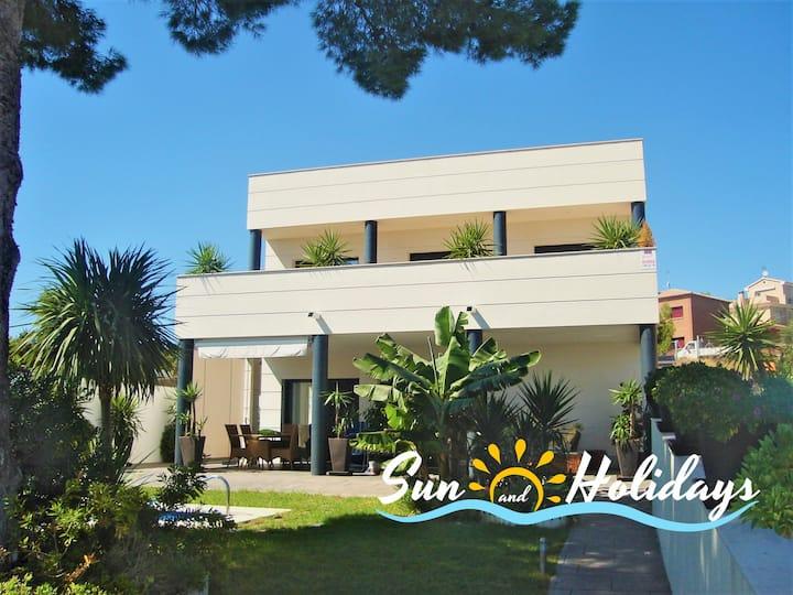 Villa Esmeralda con vistas al mar y piscina