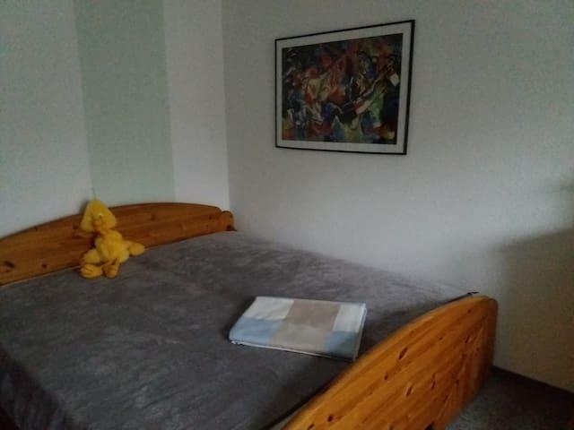 Geräumiges Doppelbett