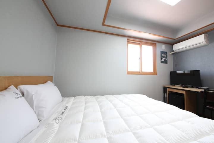 경주 황리단길인근 프라이빗한 2인 퀸베드룸/교통 편리한 비하우스