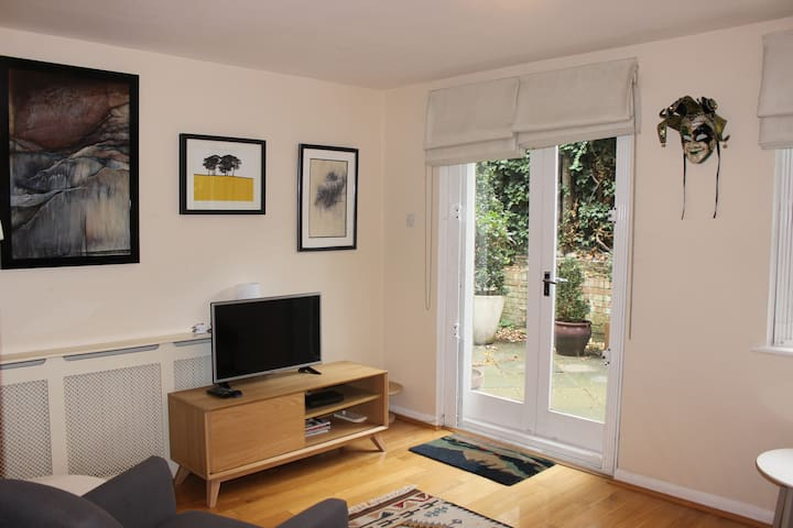 2 double bedrooms in central London with terrace