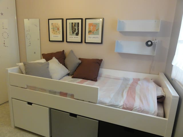 Near Eiffel Tower cosy pink & grey private room