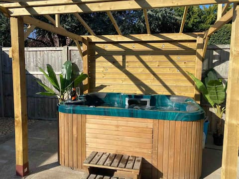 The Vineyard, 1 bedroom cottage with hot tub