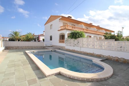 Detached house, equipped and comfortable - Mont-roig del Camp