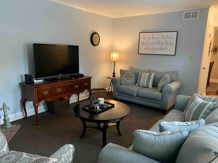 Beautiful Condo 2 miles to Masters heart of town!