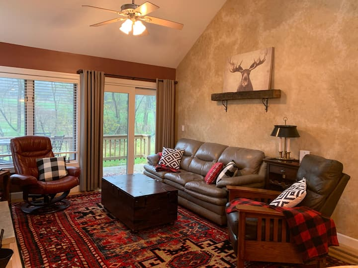 2 BR/2BA Golf Villa w/wooded view from Deck, Better than a hotel room!