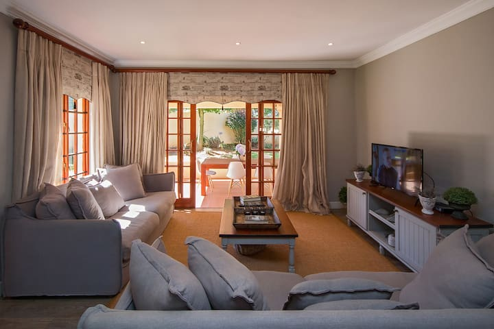 Luxury House - Self-Catering/ B&B - Rose Park No 7 - Dullstroom
