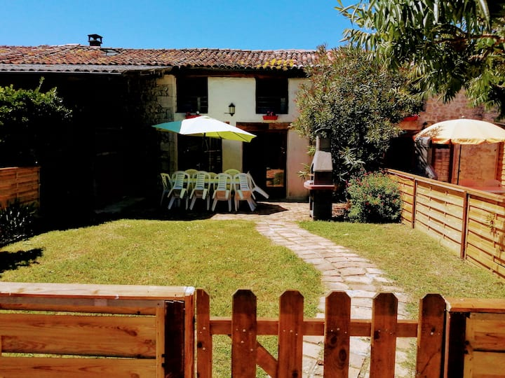 Gite 2 · 4 bedroom house with pool and gardens