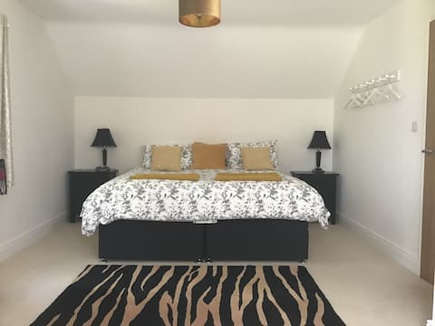 Superking or Twin Bedroom and Breakfast