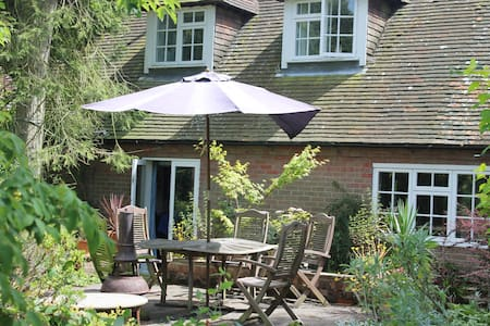 Private double bedroom in Chilterns - Buckinghamshire - Huis