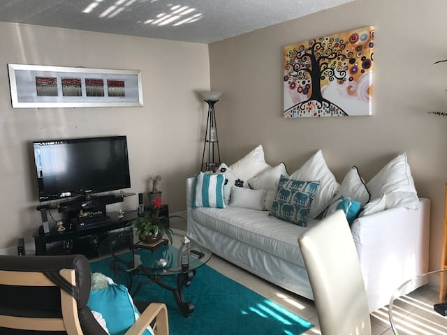 Sharing my  2br, close to the beach, airport, 95!
