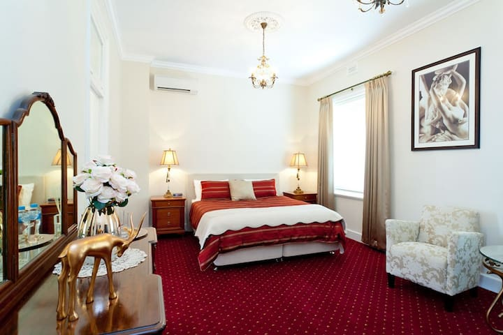 State Mines Hotel B&B - King Suite - Wonthaggi - Bed & Breakfast