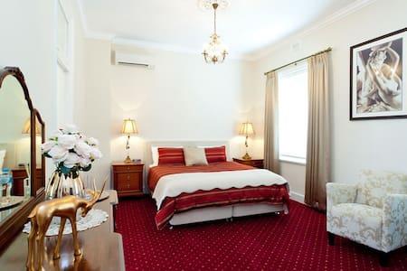 State Mines Hotel B&B - King Suite - Wonthaggi - ที่พักพร้อมอาหารเช้า