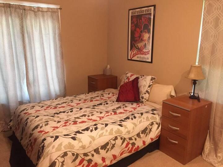 Comfy Bedroom - Central KC Location!