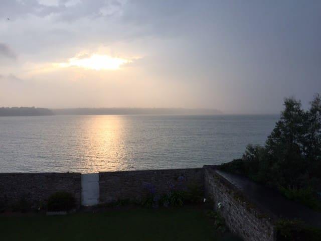 Maison St Jacut-de-la-Mer - mer au bout du jardin - Saint Jacut de la mer  - Casa