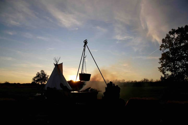 Luxury Boutique Tipi Camping Rural Norfolk —Mahka