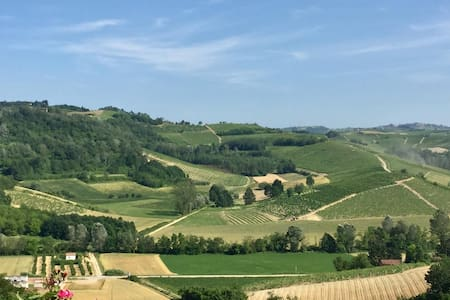 Hillside Villa, fantastic views, Nizza Monferrato