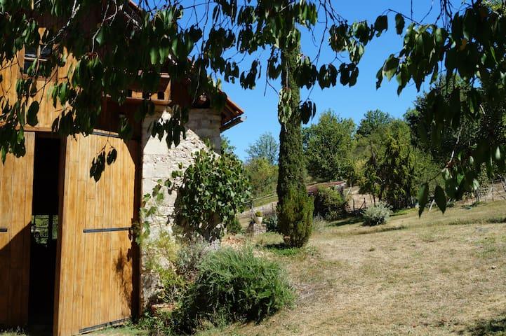 Cadre bucolique en Dordogne - Berbiguières - Hus