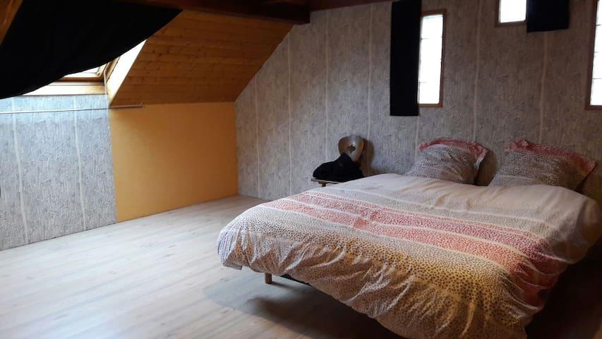 Chambre spacieuse au calme - Rhinau - ที่พักพร้อมอาหารเช้า