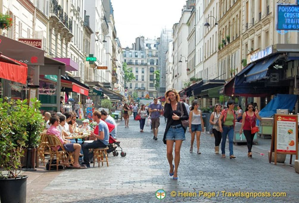 rue Cler in the summer (no cars !)