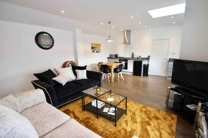 No.1 Bloom Apartments Bath, beautiful views!