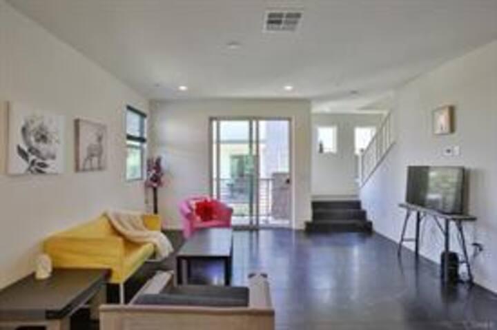 Modern New House near the Hollywood Studios/CSUN