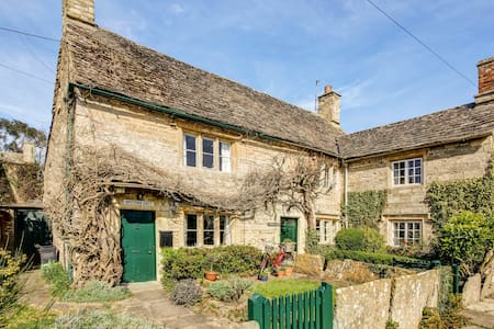Traditional Cotswold Cottage in a stunning village - Filkins - Haus
