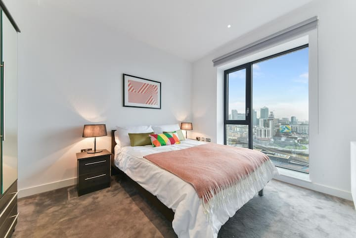 1 Brand new Flat near canning station