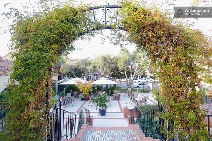Los Gatos Garden Inn Full Kitchen Suite, Lilacs