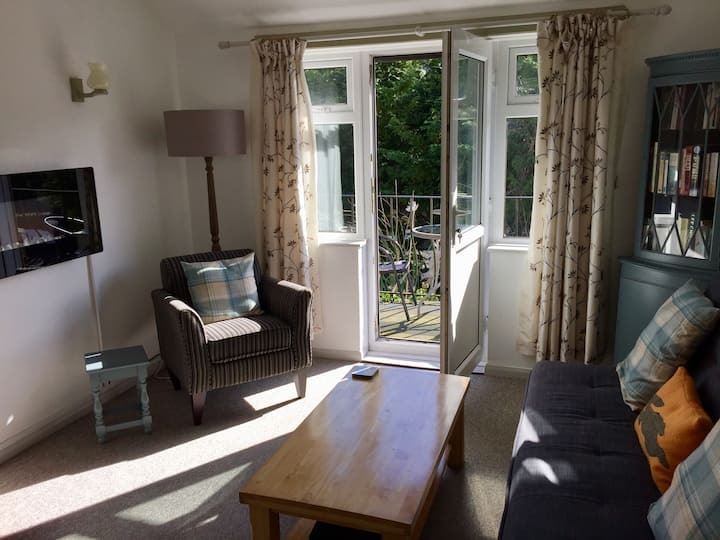 The Retreat, apartment in Polperro with balcony