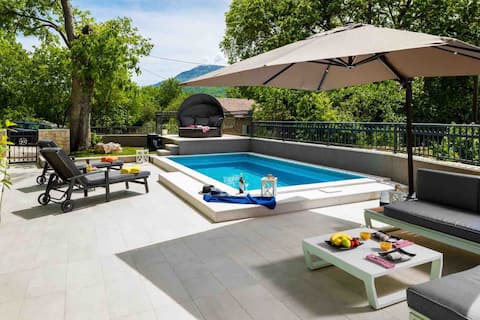 Cozy house Mia with privat heated pool and jacuzzi