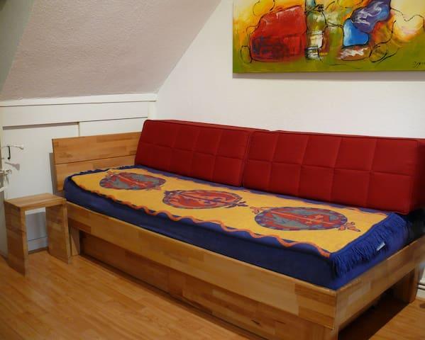 Massivholzbett 200cm X 90cm und gleichzeitig Sofa